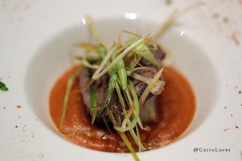 Mejor Tapa Gourmet - Foody Allen - Burguer de anguila ahumada y caldo quemado con algas